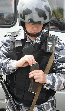 Работники филиала вооружены автоматическим оружием